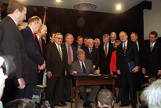 clinton-repeals-glass-steagall-553px.jpg