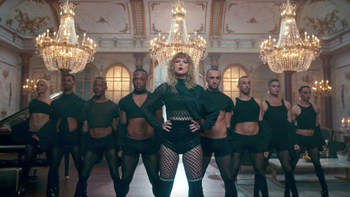 taylor-swift-look-what-you-made-me-do-music-video-formation-dfcb9541-a92b-453e-b4b7-7c4c13974987-1503927888.jpg
